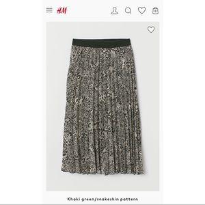 H&M Dark Green Snakeprint Pleated Midi Skirt